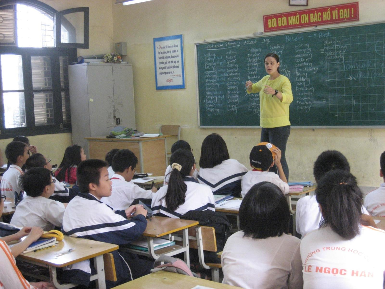 A volunteer teaching children literacy in a school in Vietnam